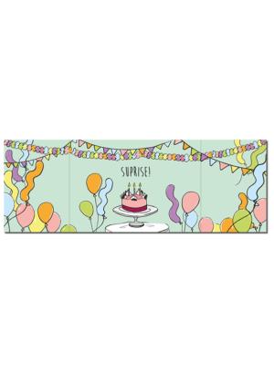 Binnenkant openklapkaart met heel veel slingers, ballonen en in het midden een taart met de tekst 'Suprise' erboven
