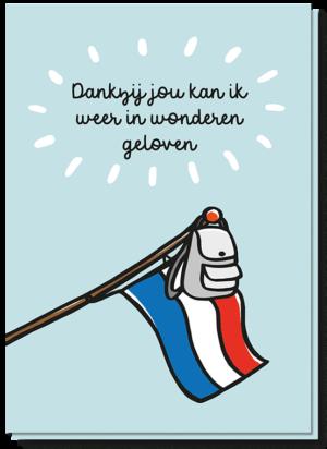 Voorkant geslaagd kaart met daarop een vlag met rugzak eraan en de quote 'Dankzij jou kan ik weer in wonderen geloven'