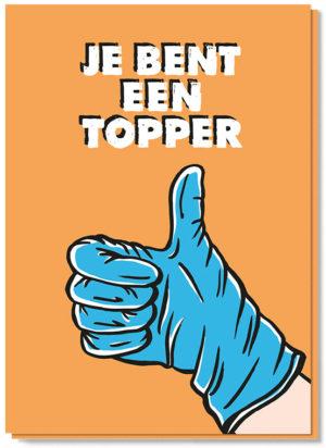Voorkant wenskaart met een hand met wegwerp handschoen aan en de tekst 'Je bent een topper'