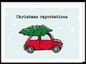 Kaartje voor fijne feestdagen met kerstverwachting. Rood fiatje 500 met kerstboom op zijn dak.