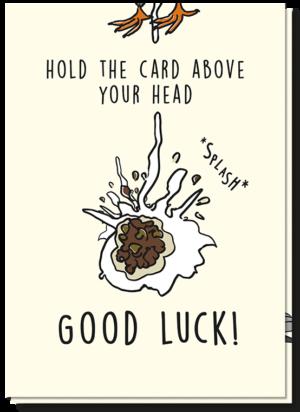 """Voorkant wenskaart good luck, met daarop vogelpoep en de tekst """"hold the card above your head, Good Luck"""""""