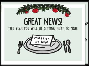 Grappige kerstwens kaart met een gedekte tafel, waarop staat ' goed nieuws je zit naast je schoonmoeder dit jaar' in het Engels