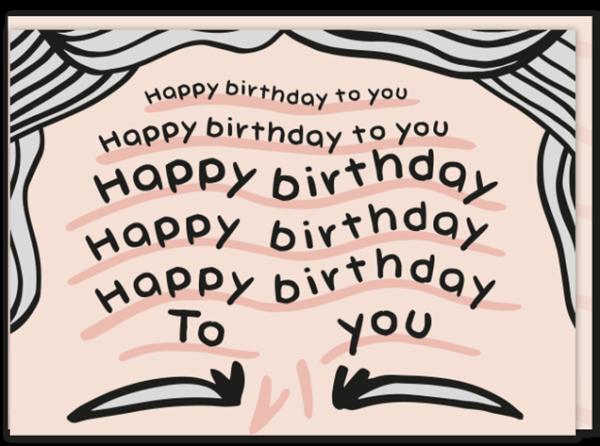 Voorkant verjaardagskaart met een gerimpeld voorhoofd waarin het liedje happy birthday staat geschreven