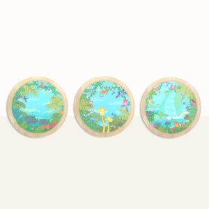 Houten wandcirkels thema jungle set van drie. Het lijkt alsof je zo de jungle inkijkt vanuit een raampje met allemaal dieren. Dieren kunnen gezocht worden en geteld