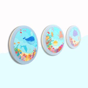 Houten wandcirkels thema oceaan set van drie. Het lijkt alsof je zo de jungle inkijkt vanuit een raampje met allemaal dieren. Dieren kunnen gezocht worden en geteld