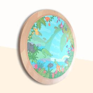 Wandcirkel hout met thema jungle. Het lijkt alsof je zo de jungle inkijkt vanuit een raampje met allemaal dieren. Dieren kunnen gezocht worden en geteld