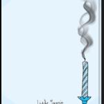 Achterkant verjaardagskaart met uitgeblazen blauwe kaarsje