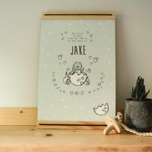 A4 poster met lijst waar je de naam en geboorte datum van het kindje op kunt zetten. Deze poster is een draakje