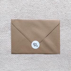 bruine kraft envelop met mooie sluitsticker