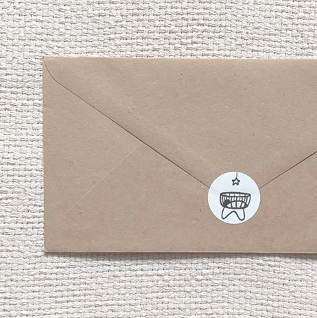 Kraft envelop met sluitsticker